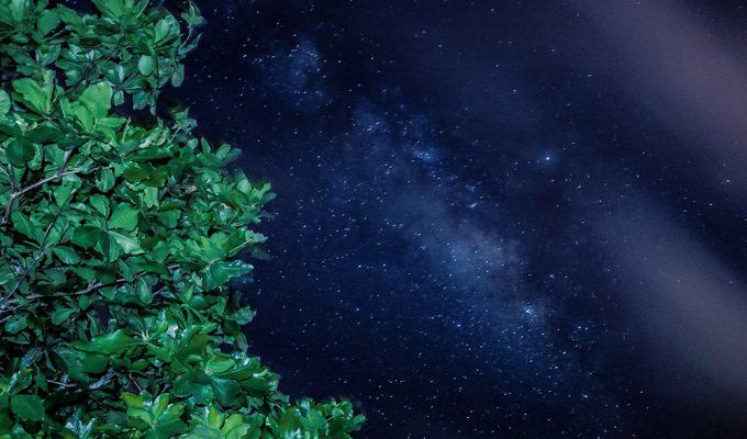 「満点の星空の下で感動の記念写真!」イメージ
